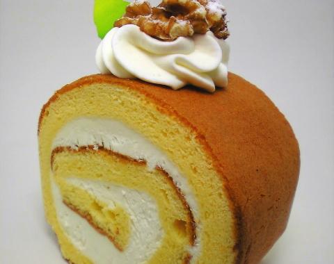 カマンベールチーズロールケーキ