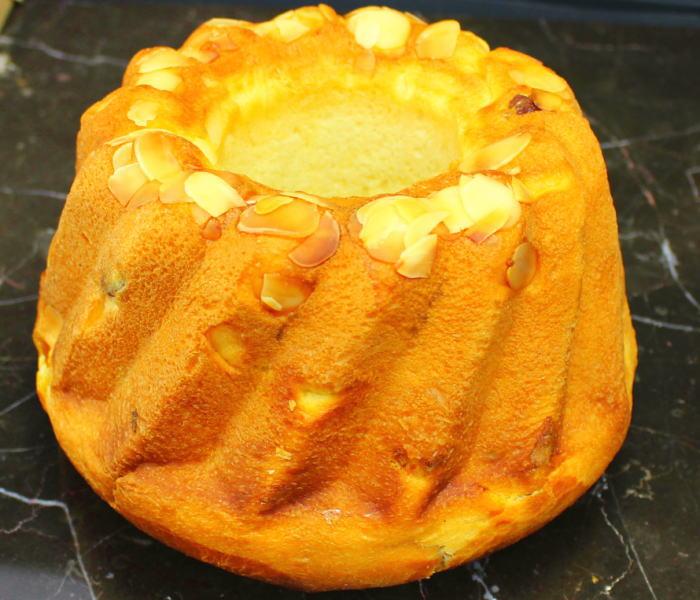 クグロフはレーズンとバターがたっぷりのフランスのお菓子